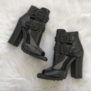 BCBGeneration buckled strappy ankle heels size 7.5